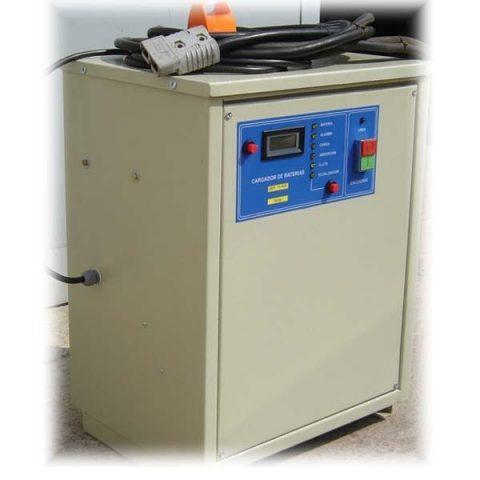 Cargador de baterías de tracción controlado